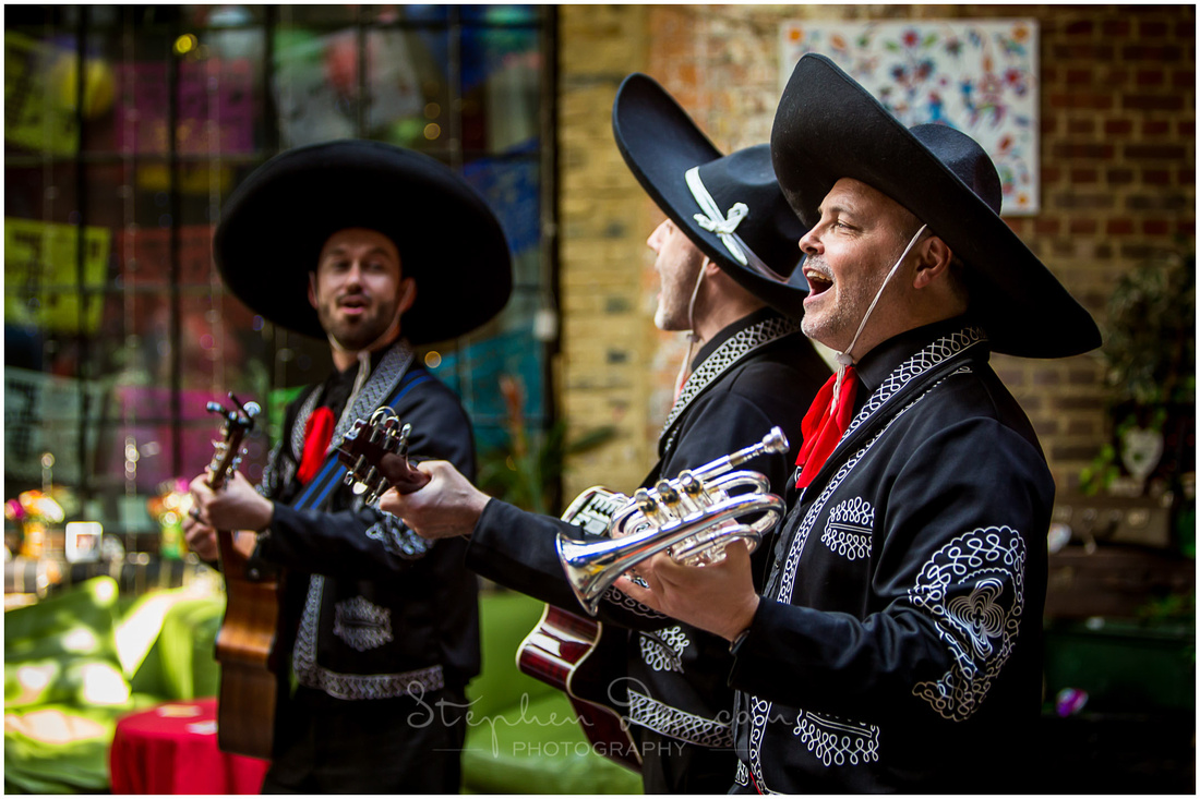 A Mexican band provide the music during the drinks reception