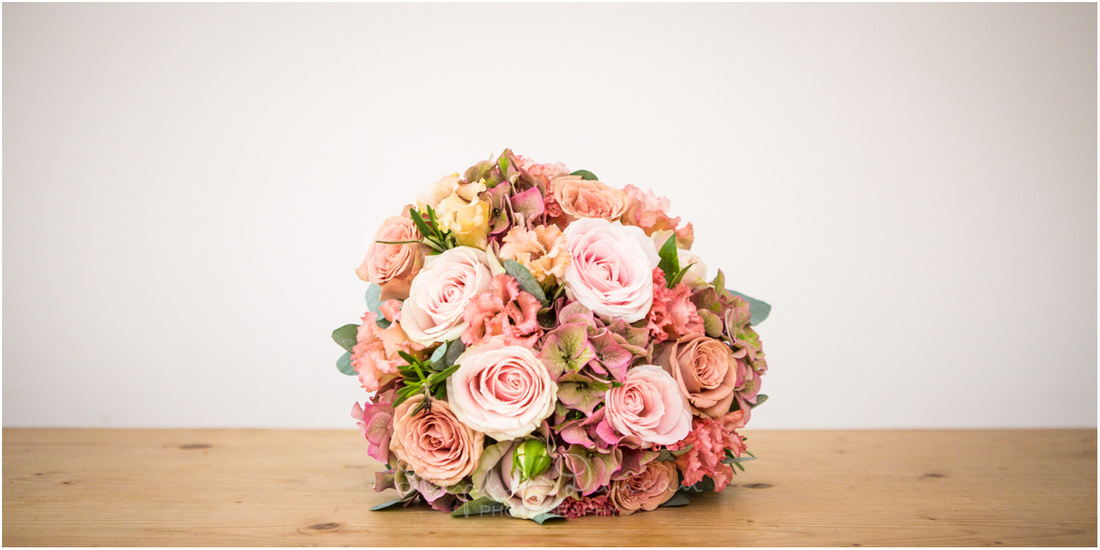A beautiful summery bouquet of pink roses